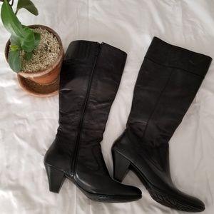 Born black boots size 9 womens